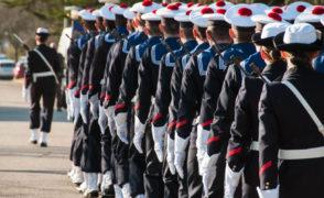 Tous les ans, la Marine Nationale propose à des jeunes de 16 à 20 ans de participer à la Préparation Militaire Marine (PMM) à Cherbourg.