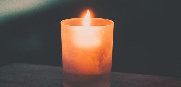 En mémoire de Samuel Paty, enseignant sauvagement assassiné à Conflans Sainte-Honorine, Monsieur Le Maire souhaite organiser une manifestation qui se déroulera le mercredi 21 octobre 2020 à 18h30 sur le parvis de la Mairie de Sainte-Geneviève.